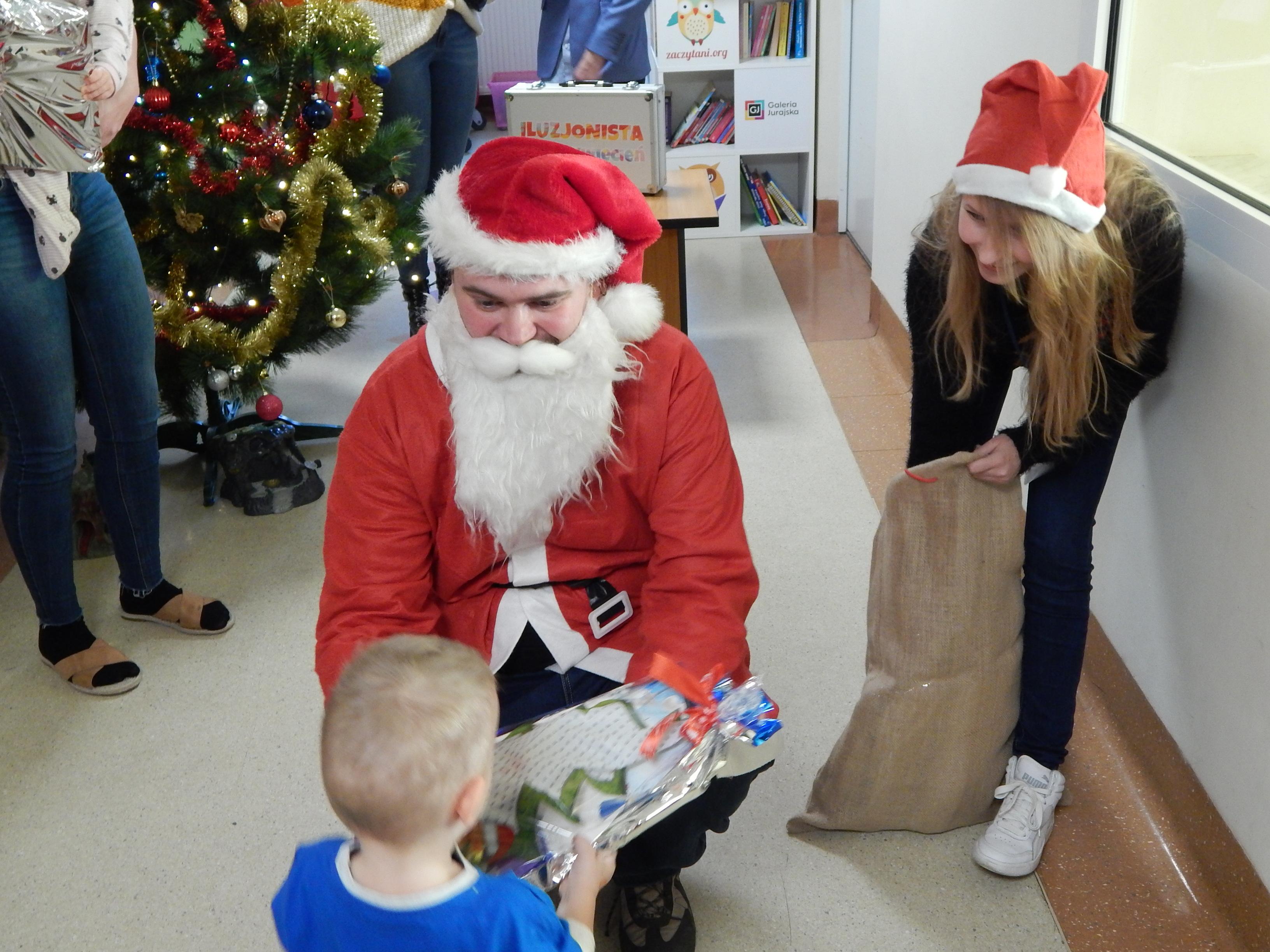 Mikołaj na oddziale dziecięcym