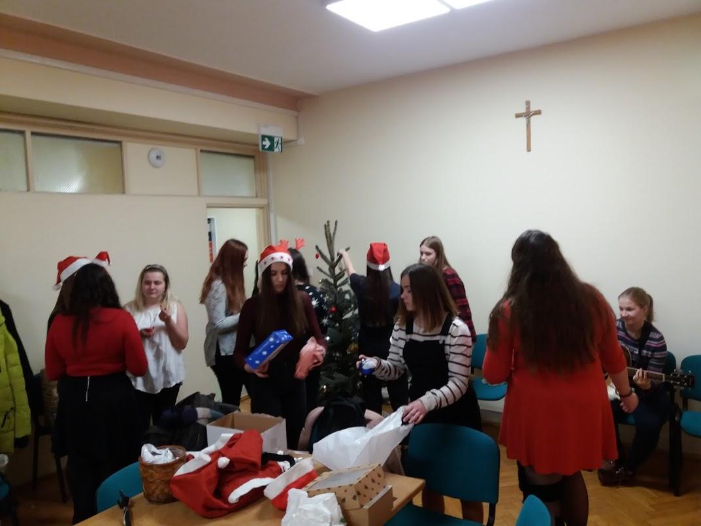 Do naszego Szpitala zawitały już świąteczne drzewka!;)